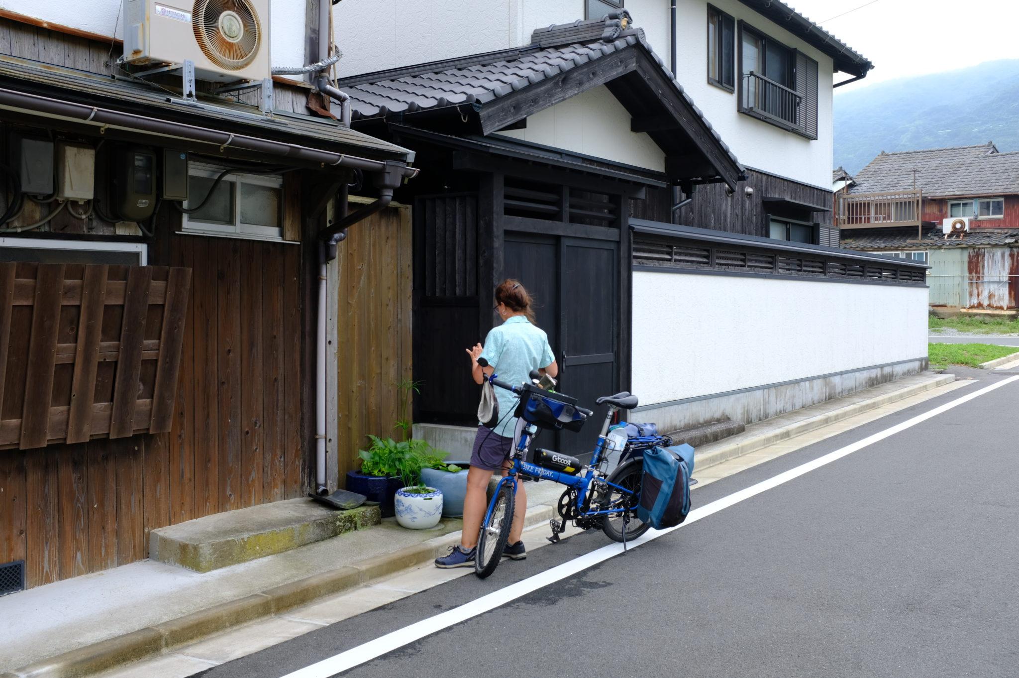 In Misaki, vor der Ryokan