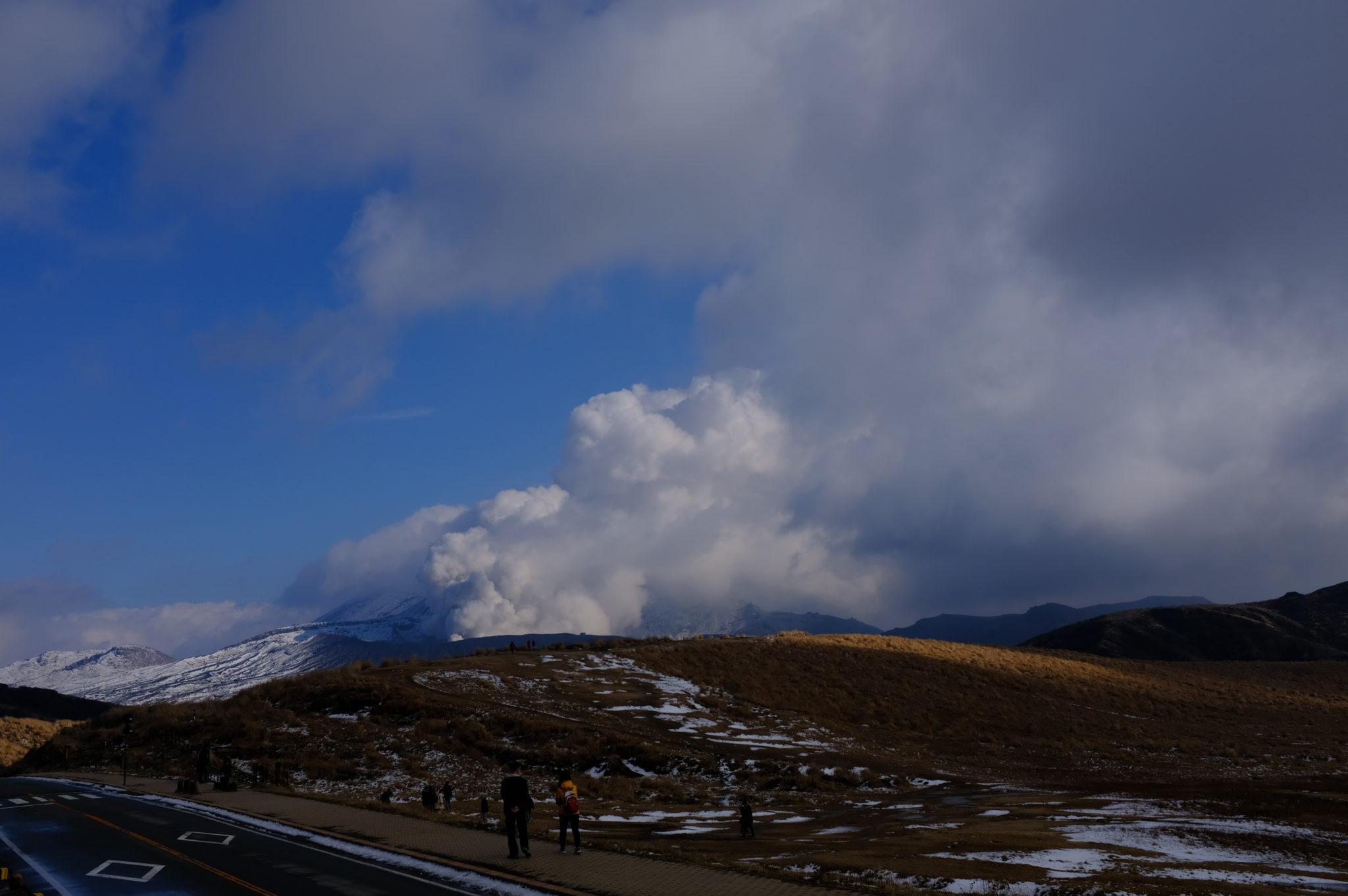 Dampfwolken über dem Aso